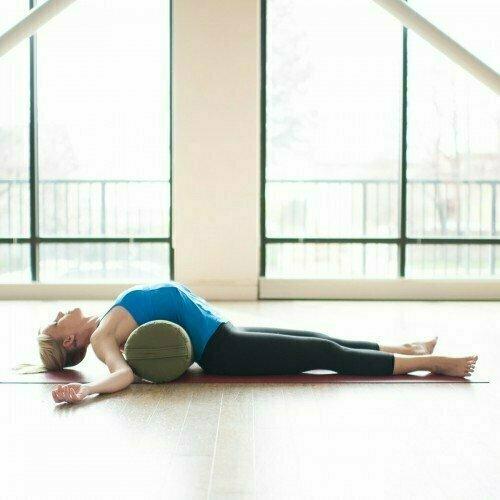 Валик HUGGER MUGGER Round Yoga Bolster оливковый